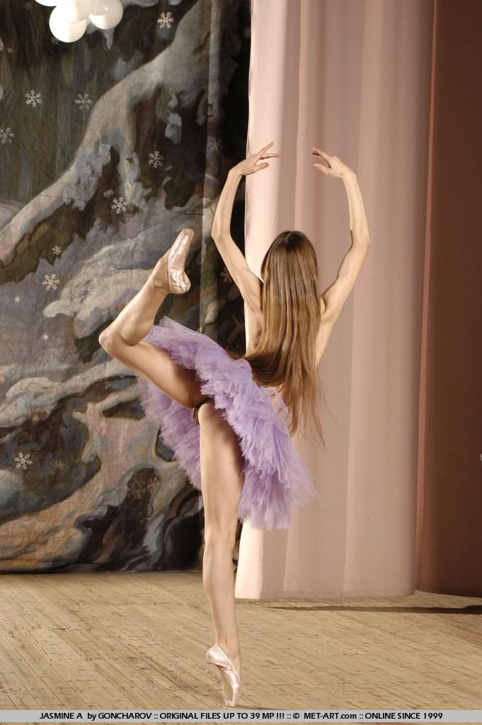 Sexy Brunette Babe Jasmine A Ballet Rehearsal
