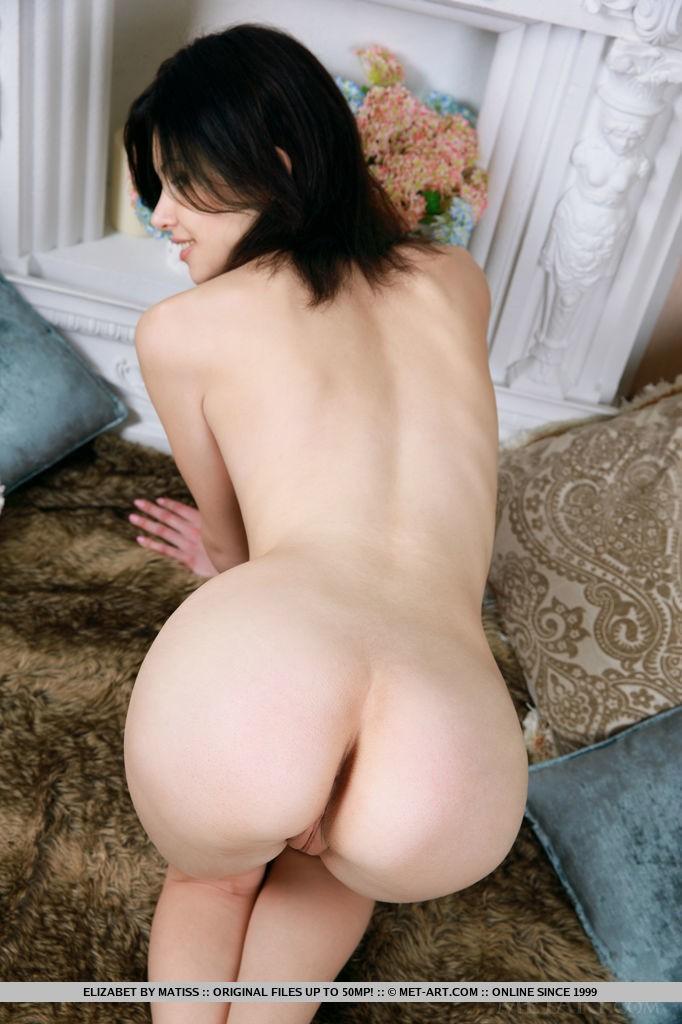Hot Brunette Babe Elizabet By Matiss