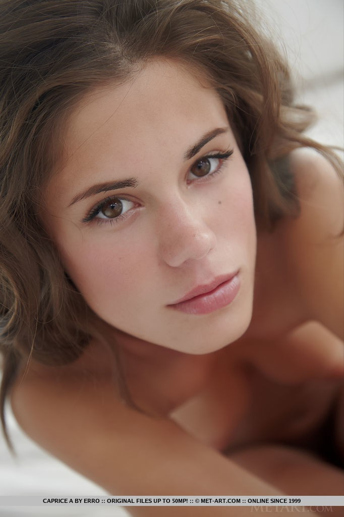 Beautiful Babe Caprice A Show Her Sweet Pussy