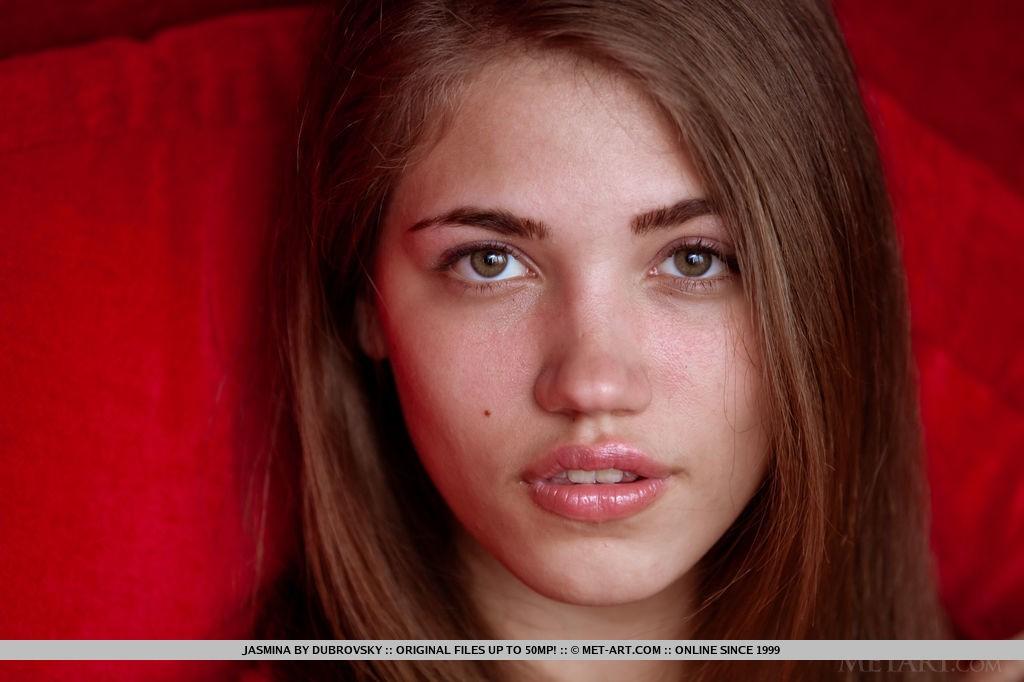 Sexy Babe Jasmina in Bracha By Dubrovsky