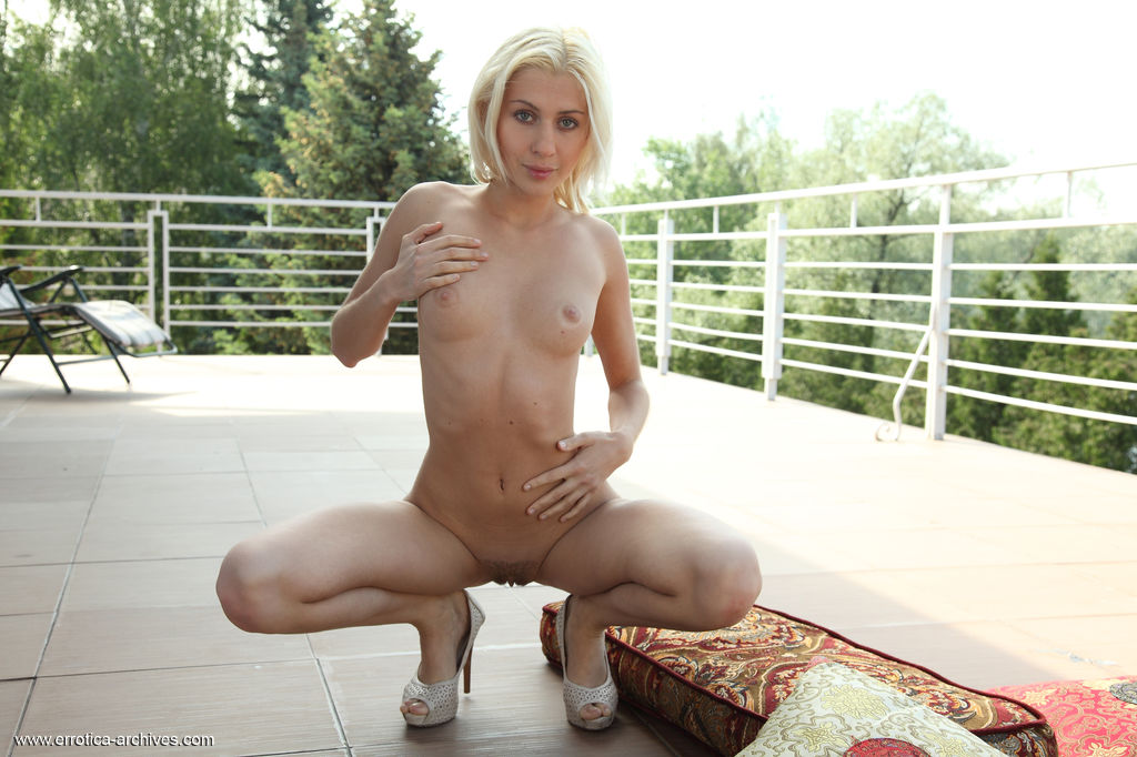 Beautiful Blonde Viviene in Idnose